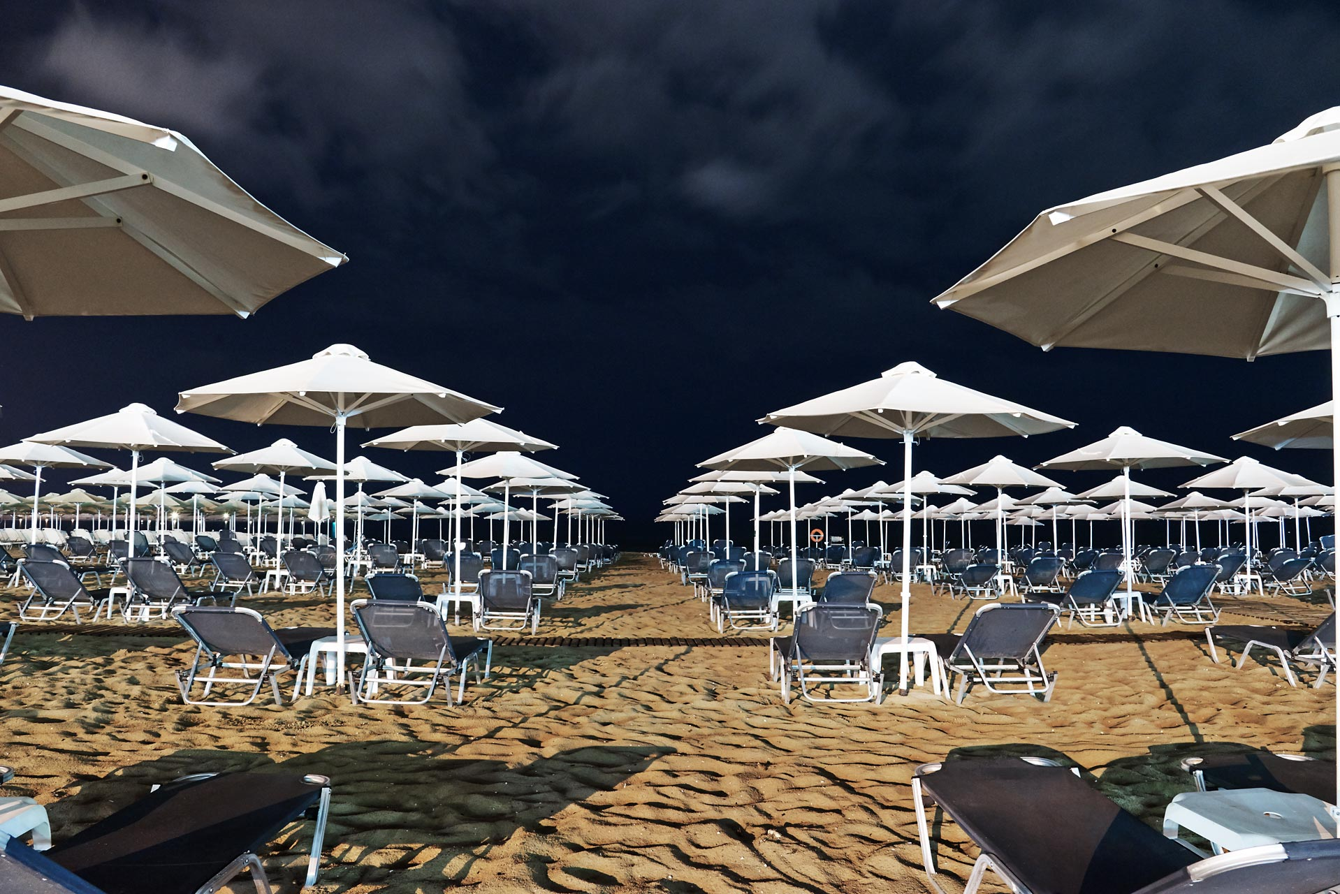Sabine-Scheer-crete-private-beach-parasol