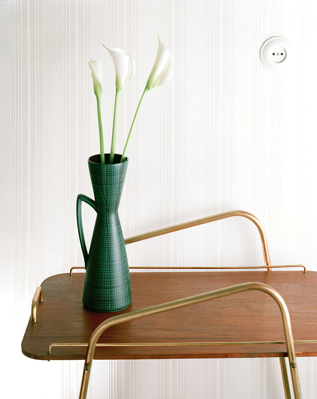 Sabine-Scheer-still-life-photography-calla-vase-tea-trolley-wagon
