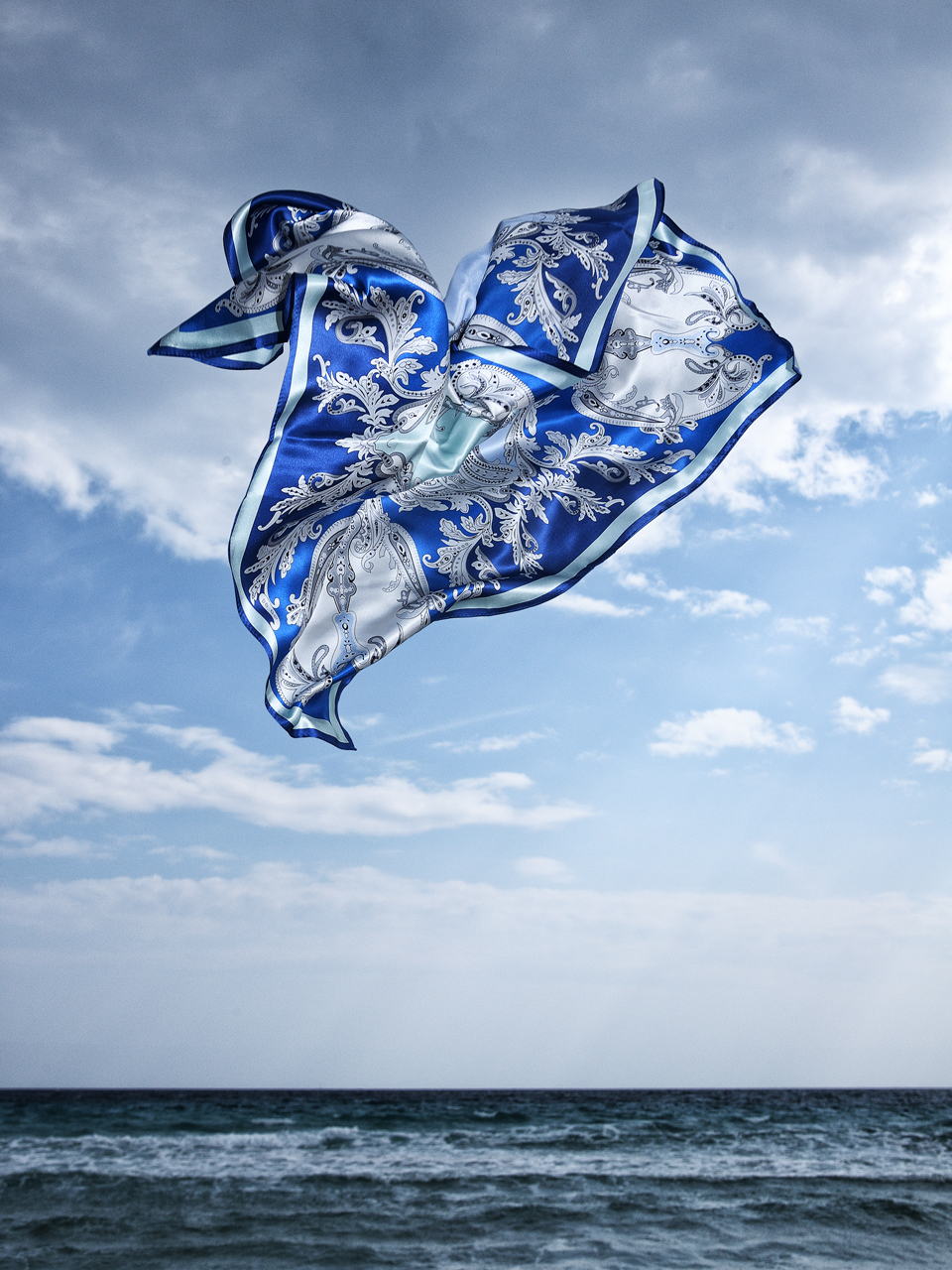 Sabine-Scheer-flying-silkscarf-on-location-stilllife